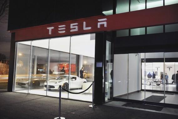 Le concept de reprŽésentation de Tesla repose sur un rŽéseau de magasins de type Apple Stores et de salles d'exposition, comme celle de Toronto. (Photo: Tesla Motors)