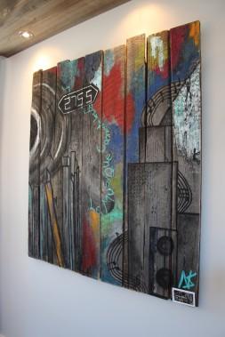 Une oeuvre de l'artiste Noémie Simard orne le mur de la salle à manger. (Mélissa Bradette)