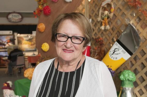 La présidente du symposium provincial des Villages en couleurs, Yvonnette Bernier, s'attend à accueillir de 5000 à 10 000 visiteurs au cours de la fin de semaine. (Photo Le Quotidien, Michel Tremblay)