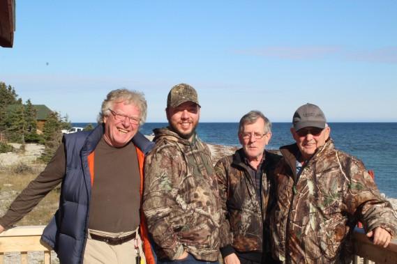André Beaupré, Jean-François Beaupré, Serge Bédard et Jean Boutin, quatre chasseurs de Québec ravis de leur voyage de chasse à Sépaq Anticosti. (Photo Le Progrès-Dimanche, Roger Blackburn)