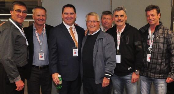 Michel Bergeron, entouré de son ancien protégé chez les Nordiques Pierre Aubry, les potes Gaston Leblanc et Gilles Courteau, ainsi que la petite peste Daniel Horne et Guy Régis. (Gilles Joubert)