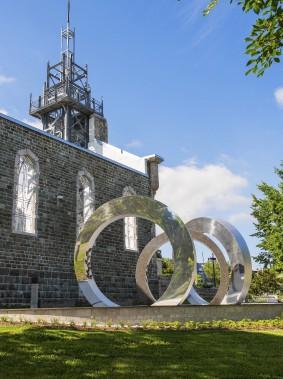 Dans la catégorie OEuvre d'art public, La spirale du temps sur le site patrimonial de la Visitation au 801, route de l'Église, dans l'arrondissement de Sainte-Foy-Sillery-Cap-Rouge (Photo fournie par les Mérites d'architecture)