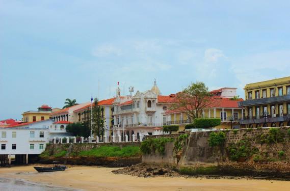 Derrière la plage, le centre-ville historique regorge de petites merveilles d'architecture coloniale. (Crédit photo: Sarah-Émilie Nault)