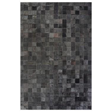 Certains tapis de peau cousus en mosaïque habillent efficacement une pièce plus moderne. (Photo fournie par Bouclair)