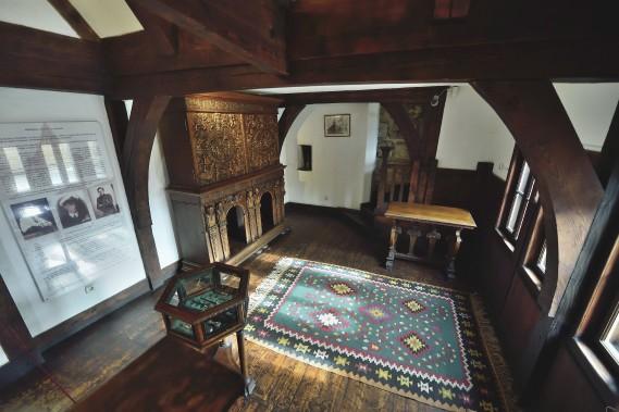 Le château de Bran est pouvu d'impressionnantes boiseries, mais le bois d'aubépine y était certainement proscrit! (AFP, Daniel Mihailescu)