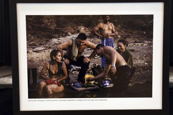 L'égalité entre hommes et femmes constitue un dogme au sein des FARC, ce que laisse voir cette photographie de Nadège Mazars qui sera présentée à compter du 3 novembre, à la Pulperie de Chicoutimi. (Photo Le Quotidien, Michel Tremblay)