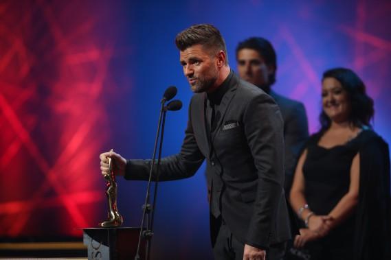 Marc Dupré a remporté la chanson de l'année avec<i>Ton départ</i>, écrite par Amélie Larocque. Il a notamment dédié cette pièce, composée pour une mère qui combattait un cancer, à René Angélil. (La Presse, Martin Chamberland)