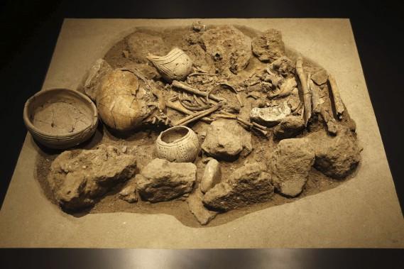 Tombe «en berceau» du néolithique (VIe millénaire av. J.-C.) (AFP, Joseph Eid)