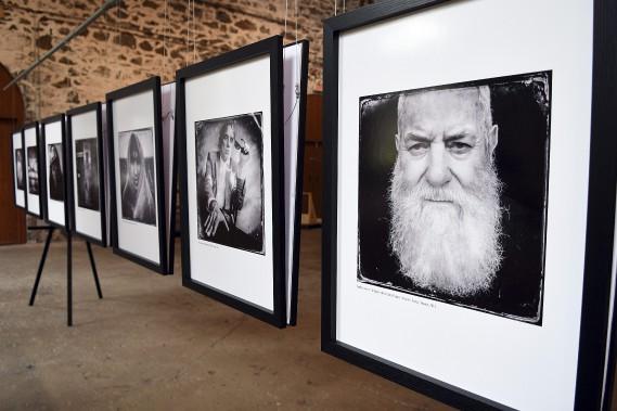 Balint Porneczy propose une série de 25 clichés présentant des portraits de gens issus de différents horizons dans le Bâtiment 1912 de La Pulperie de Chicoutimi. (Photo Le Quotidien, Rocket Lavoie)