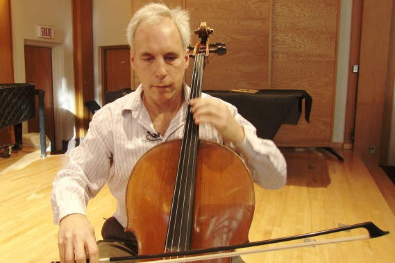 Le violoncelliste David Ellis (Photo courtoisie, Télé-Québec)