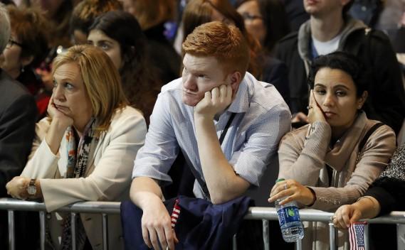 Des partisans d'Hillary Clinton peinent à cacher leur déception à la vue des premiers résultats. (Photo Lucas Jackson, REUTERS)