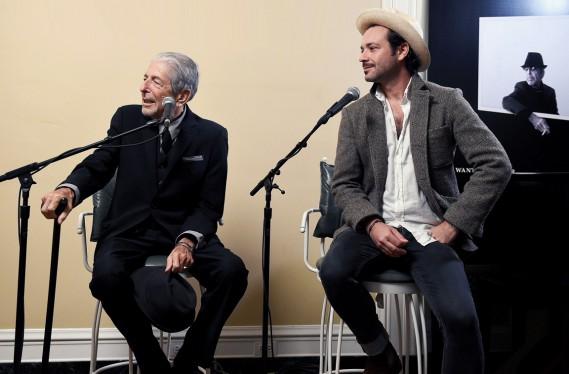 Leonard et son fils Adam Cohen, également chanteur (Photo fournie par Sony Music)
