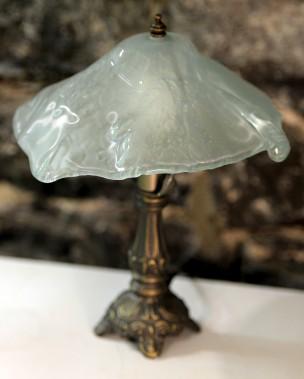 Outre des lampes de style Tiffany, la Verrerie Coquelicot offre des lampes en verre fusion, qui ressemblent joliment à de la glace fondante. (Le Soleil, Erick Labbé)