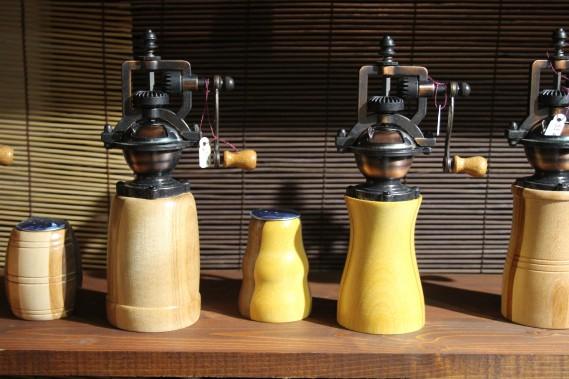 Coup de coeur pour les moulins à poivre/sel dotés d'un mécanisme rappelant les systèmes d'engrenage dans les usines. Des créations portant la griffe Tourne'Bois. (Mélissa Bradette)