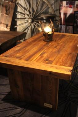 Serge Simard, artisan et créateur de Sim' Art, conçoit des pièces sur-mesure, faites à partir du bois des granges du Québec. (Mélissa Bradette)