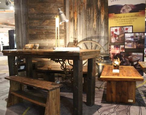 Serge Simardde Sim' Art, traite le bois avec soin et amour afin de rendre hommage à ce matériau noble ayant appartenu à des bâtiments ancestraux qui font partie de l'histoire du Québec. (Mélissa Bradette)