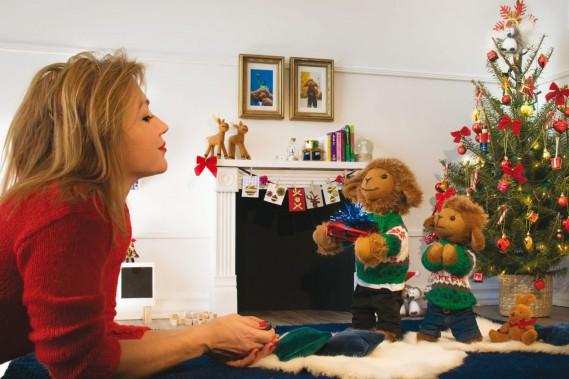 Caroline Munger vient tout juste de publier <em>Biscuit et Cassonade aiment Noël</em>, le cinquième livre mettant en vedette les deux personnages qu'elle a imaginés. (Courtoisie)