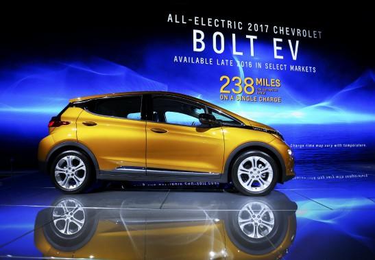 La Chevrolet Bolt tout électrique a été nommée voiture verte de l'année en marge du Salon de l'auto de Los Angeles. (Photo : REUTERS)