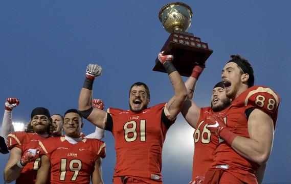 Le Rouge et Or a soulevé à nouveau le Coupe Uteck, samedi, au stade du PEPS. (Le Soleil, Pascal Ratthé)