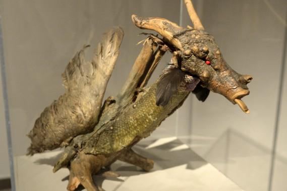 <em>Chimère</em>, une oeuvre créée en 1989 à partir de bois et de médiums mixtes, a déjà appartenu à Gaston Miron. (Photo Le Progrès-Dimanche, Jeannot Lévesque)