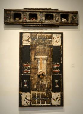 <em>Quatre de chiffre</em> (haut) et <em>La mesure des anges</em> (bas), ont été créées en 1998 à l'aide d'huile, de bitume, de bois, de papier et d'objets divers. (Photo Le Progrès-Dimanche, Jeannot Lévesque)