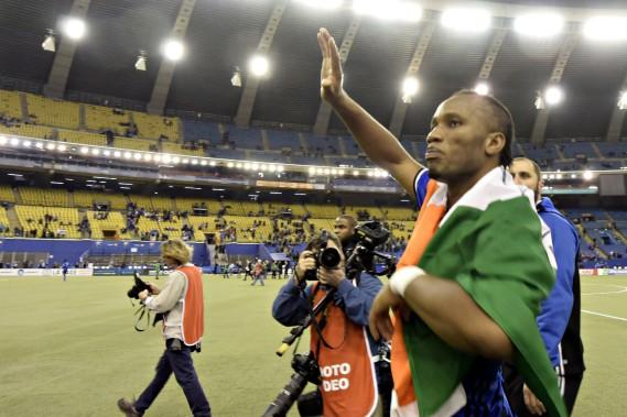 Didier Drogba salue la foule après le match. (BERNARD BRAULT, LA PRESSE)