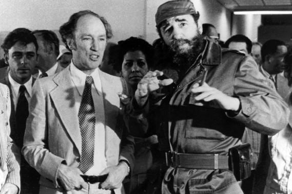 Fidel Castro en compagnie de Pierre-Elliott Trudeau, en visite à Cuba en1976. (Photo archives La Presse Canadienne)