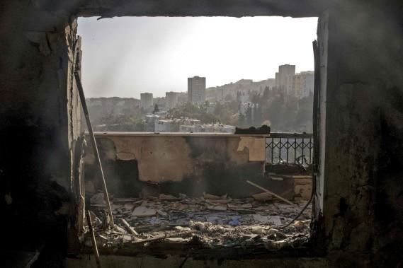 Des témoins ont indiqué qu'un des incendies a été déclenché par une bombe. Un porte-parole de la police a indiqué que 30 suspects ont été arrêtés jusqu'à maintenant. (AFP)