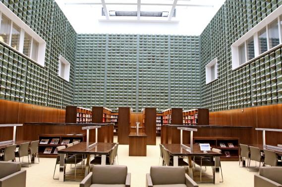 Les murs de la bibliothèque sont recouvert de cuivre recyclé. (Patrick Woodbury, Le Droit)