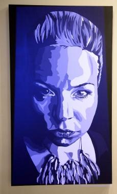 <em>IBelle</em> expose un immense autoportrait. Lorsque le projecteur s'allume, 690 portraits photos forment une mosaïque sur la toile. (Photo Le Progrès-Dimanche, Jeannot Lévesque)