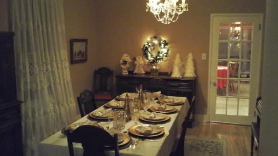 La magnifique table préparée par Camil et Cecile Guimond de Chicoutimi. (Camil et Cecile Guimond de Chicoutimi.)