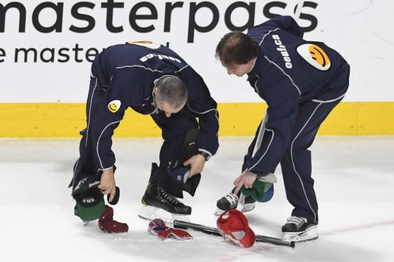 Trois pour Pacioretty, et voilà que les casquettes pleuvent sur la patinoire du Centre Bell. (PHOTO BERNARD BRAULT, LA PRESSE)