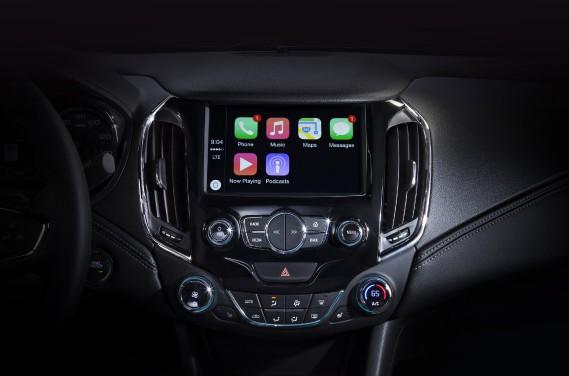 Elle est offerte de série avec l'intégration des téléphones intelligents par les applications Android Auto et Apple CarPlay ainsi qu'avec un réseau WiFi indépendant 4G LTE accessible par des forfaits de paiement semblables à ceux d'un téléphone cellulaire. ()