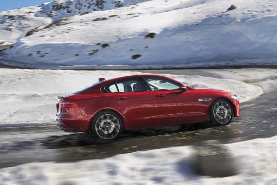 La Jaguar XE ()