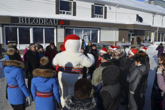 La visite de Bonhomme Carnaval a été très apprécié à Normandin. (Photo Le Quotidien, Louis Potvin)