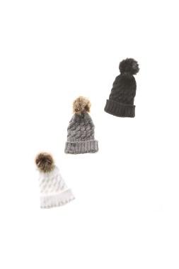 Tuques pour femme avec pompon de fourrure chez Le Grenier (18 $) (Photo fournie par Le Grenier)