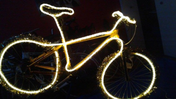 . «Un vélo qu'on a toujours aimé enfourcher et malgré l'achat de vélos plus récents, le «Kona» avait toujours sa place dans la remise. On ne se décidait jamais à s'en départir...Comme une vieille paire d'espadrilles qui a plein d'histoires de courses. Maintenant, on a une excellente raison de le garder, je lui ai donné une deuxième vie !» - Nathalie Guérin (Nathalie guérin)