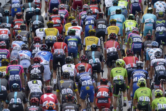 Marée d'athlètes aux maillots colorés, captée le 9 septembre, à l'occasion du Grand Prix cycliste de Québec. (Le Soleil, Yan Doublet)
