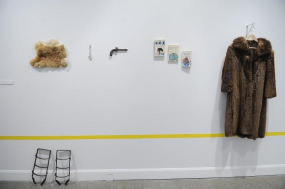 <i>Objets d'hiver </i> <i> Tableau de chasse</i>Mathilde Benignus a fait appel à la population afin de réunir des objets qui évoquent l'hiver. (Photo Le Progrès-dimanche, Gimmy Desbiens)