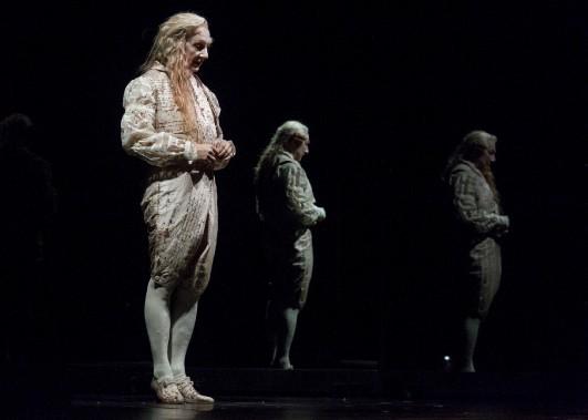 Robert Lepage transformé en marquis de Sade, en janvier, pour les besoins de l'adaptation de la pièce de Doug Wright, Quills, présenté au Trident. (Le Soleil, Caroline Grégoire)