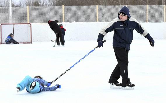 Le patinage est bien amusant, mais peut parfois faire mal, autant aux fesses qu'à l'orgueil! (Photo Le Quotidien, Rocket Lavoie)