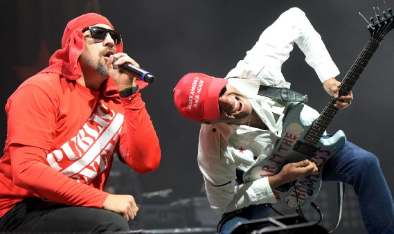 Quelque 2500 fans ses sont déplacés le 30 août, au Centre Vidéotron, afin d'entendre les hymnes revendicateurs des gars de Prophets of the Rage, qui réunit des membres de Race Against the Machine, Public Enemy et Cypress Hill. (Le Soleil, Erick Labbé)