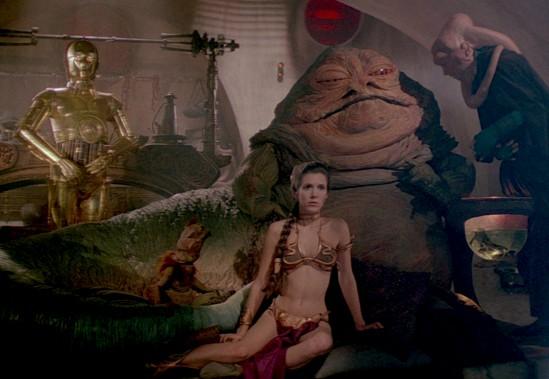Une scène classique du Retour du Jedi (1983), avec Carrie Fisher dans le rôle de la princesse Leia ()