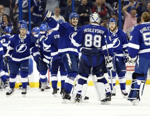 Les joueurs du Lightning festoient après leur gain en prolongation. (Photo Kim Klement, USA TODAY Sports)