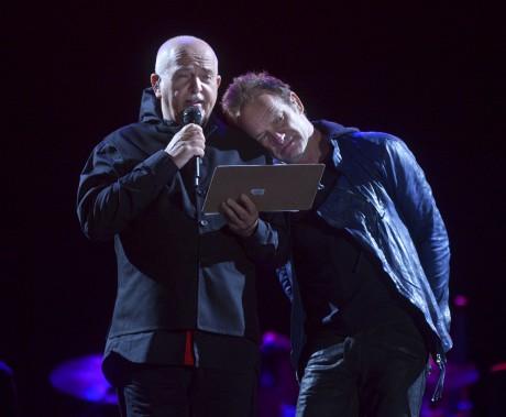 Le 7 juillet, Peter Gabriel et Sting étaient réunis sur les Plaines, pour l'ouverture du 49e Festival d'été. Les deux stars se sont fait un devoir de s'adresser en français à la foule tout au long de ce spectacle de deux heures et demie, qui a permis d'entendre 26 chansons de leur répertoire. «Une ouverture mémorable comme on n'en a pas eu au FEQ depuis longtemps», selon le collègue des... (Le Soleil, Jean-Marie Villeneuve)