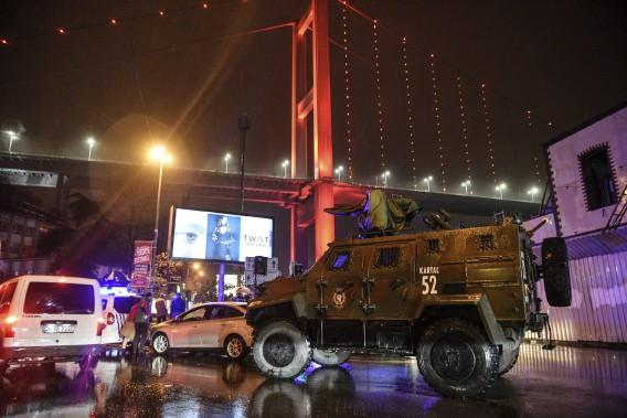 L'attaque est survenue contre la Reina, emblématique boîte de nuit de la capitale turque. (PHOTO AP)