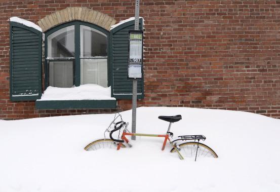 Un vélo enseveli sous la neige. (Le Soleil, Yan Doublet)