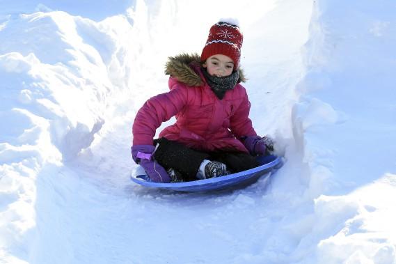 Brianna Mercier, huit ans, tenait à être présente pour l'ouverture du parc Mille lieux de la Colline. Celle qui habite Saint-Jean-Port-Joli en est à sa 14e visite sur le site avec sa mère. (Photo Le Progrès-Dimanche, Rocket Lavoie)