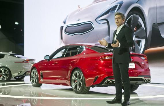 Gregory Guillaume, patron du design chez Kia Europe, a présenté la berline sport Kia Stinger. (AP)