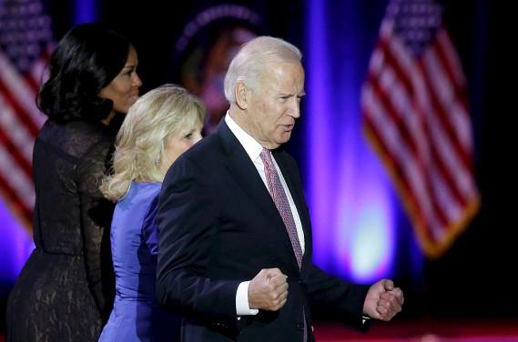 Le vice-président américain Joe Biden célèbre après le discours d'Obama. (AFP)